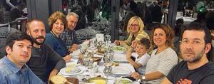 Bir ay önce savcı beyin doğum günü için tüm aile kutlama yemeği yiyor. Gonca Tekeli (sağdan ikinci) ve oğlu Ege.
